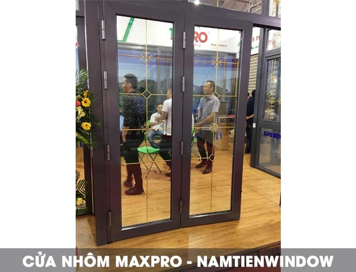 cua-nhom-maxpro-mau-van-go