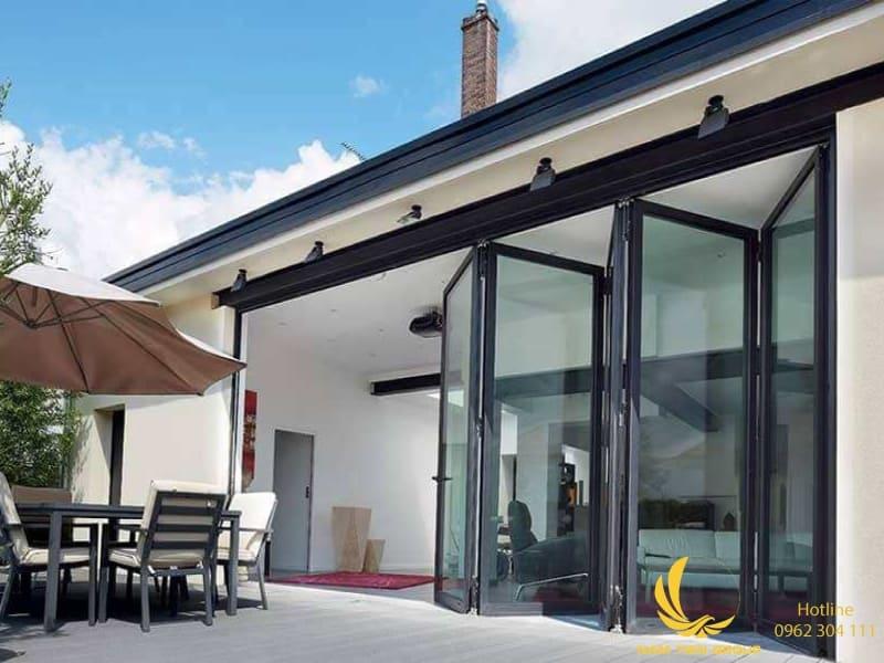 Cửa nhôm xingfa 5 cánh gập giúp tiết kiệm diện tích không gian mở cho ngôn nhà | Nam Tiến Window